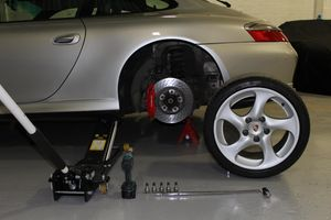 CARRERA_4_WHEEL_CHANGE